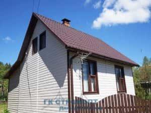 Пример сайдинга, углы коричневые дом белый